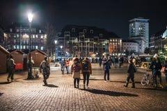 Het rouwen in de mensen die van Straatsburg hulde aan slachtoffers van Terro betalen stock foto