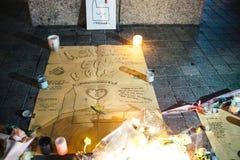 Het rouwen in de mensen die van Straatsburg hulde aan slachtoffers van Terro betalen royalty-vrije stock afbeeldingen