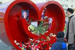 Het rouwen voor hen die in Sheremetyevo Luchtlijnen Moermansk stierven Mei Rusland Kandalaksha royalty-vrije stock foto's