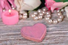 Het roze hart, kaars en nam toe Royalty-vrije Stock Foto