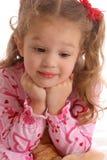 Het roze meisje kijkt neer royalty-vrije stock foto's