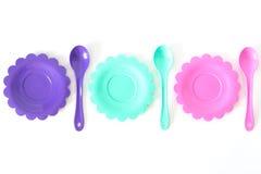 Het roze, purple, aquamarijn, kleurenplaten plaatste op wit geïsoleerd Stock Afbeelding