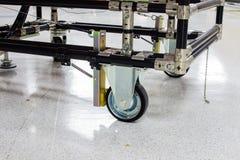 Het rubberwiel van de industriekar in productie Stock Afbeelding