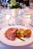 Het Rundvlees van het braadstuk bij Banket Royalty-vrije Stock Afbeeldingen