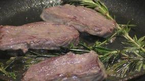 Het rundvlees van het gebraden gerechtvlees stock videobeelden