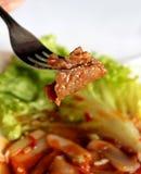 Het rundvlees van Shreded op een vork royalty-vrije stock afbeeldingen
