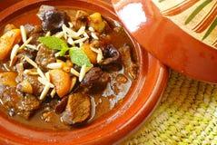 Het rundvleeshutspot van Morrocan met pruimen en droge abrikozen Royalty-vrije Stock Foto