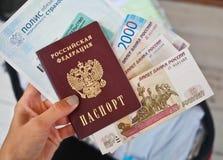Het Russische paspoort met geld Royalty-vrije Stock Foto's