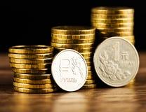 Het Russische roebelmuntstuk en Chinese Yuan Coin Royalty-vrije Stock Afbeelding