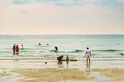 Het rusten bij strand Stock Afbeelding