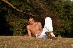 Het rusten op gras Royalty-vrije Stock Foto