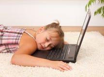 Het rusten op laptop Royalty-vrije Stock Afbeelding