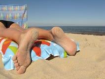 Het rusten op strand Royalty-vrije Stock Afbeeldingen