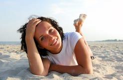Het rusten op strand Royalty-vrije Stock Afbeelding