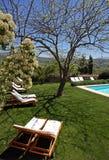 Het rustieke hotel van de luxe en zwembad in platteland Stock Afbeelding
