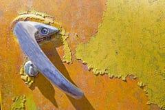 Het rustieke metaal op een verlaten vrachtwagen royalty-vrije stock fotografie