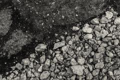 Het ruwe grint ontmoet vlot Tarmac in zwart-wit - gebruikend diagonale composit stock foto