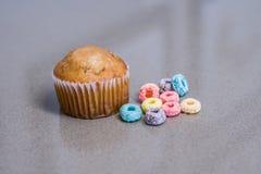 Het ` s een een Muffin en Graangewas van de Ontbijttijd Stock Foto's