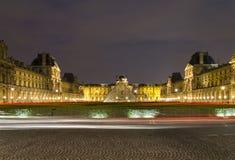 Het 's nachts Louvre Stock Foto's