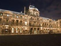 Het 's nachts Paleis van het Louvre Stock Afbeelding