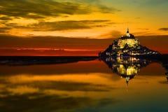 Het Saint Michel van Mont bij zonsondergang, Frankrijk royalty-vrije stock afbeelding
