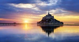 Het Saint Michel van Mont bij zonsondergang, Frankrijk Stock Afbeelding