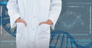 Het samengestelde beeld die van arts bevinden zich met dient zak tegen witte achtergrond in stock fotografie