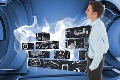 Het samengestelde beeld die van gelukkige zakenman bevinden zich met dient zak in Royalty-vrije Stock Fotografie
