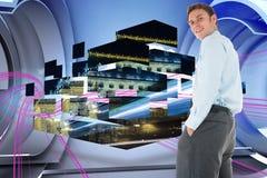 Het samengestelde beeld die van gelukkige zakenman bevinden zich met dient zakken in Royalty-vrije Stock Afbeelding