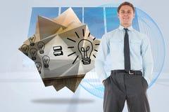 Het samengestelde beeld die van gelukkige zakenman bevinden zich met dient zakken in Stock Afbeeldingen