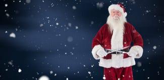 Het samengestelde beeld van de Kerstman meet zijn buik Royalty-vrije Stock Fotografie