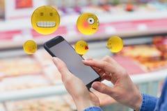 Het samengestelde beeld van driedimensioneel beeld van diverse smileys ziet 3d reacties onder ogen Royalty-vrije Stock Afbeeldingen