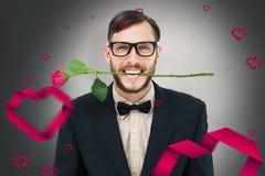 Het samengestelde beeld van geeky hipsterholding nam tussen tanden toe Royalty-vrije Stock Foto's