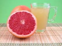 Het sap van de grapefruit Stock Afbeeldingen