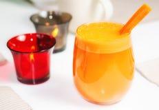 Het Sap van de wortel in Glas Royalty-vrije Stock Afbeelding