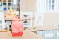 Het sap van het watermeloenijs in klassiek glas Royalty-vrije Stock Afbeeldingen