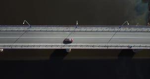 Het satellietbeeld, a-brug is één van belangrijke bouw dat mensen om toestaat te reizen stock videobeelden