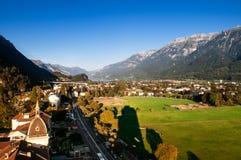 Het satellietbeeld van de avondscène van gebied en Zwitserse alpen in Interlaken, Zwitserland royalty-vrije stock foto