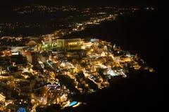Het satellietbeeld van de Firastad bij nacht, Santorini royalty-vrije stock foto