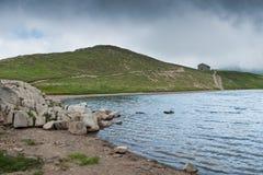Het Scaffaiolomeer is een meer in de provincies van Pistoia Toscanië stock foto's