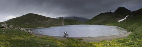 Het Scaffaiolomeer is een meer in de provincies van Pistoia Toscanië en Modena Emilia-Romag stock fotografie