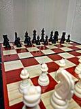Het schaak is een spel van de lijstlogica met speciale cijfers die aangaande een 64 celraad voor twee rivalen, elementen van kuns Stock Foto's
