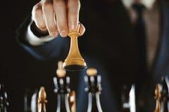 Het schaak van de handholding stock afbeeldingen