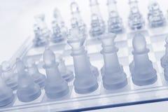 Het schaak van het glas. De eerste beweging. Royalty-vrije Stock Foto's
