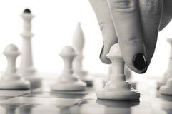 Het schaakspel van het vrouwenspel Royalty-vrije Stock Afbeelding