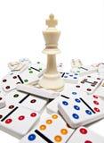 Het schaakstuk van de koning met domino's Royalty-vrije Stock Foto