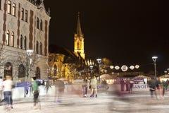 Het schaatsen piste bij Kerstmismarkt Stock Foto's