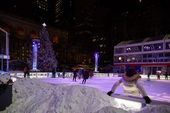 Het schaatsen piste in Bryant Park, Manhattan royalty-vrije stock afbeeldingen