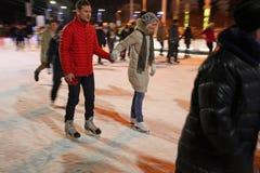 Het schaatsen Piste in VVC (vroegere HDNH) op Kerstmis en Nieuwjaar moskou Stock Foto's