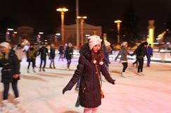Het schaatsen Piste in VVC (vroegere HDNH) op Kerstmis en Nieuwjaar moskou Stock Afbeelding